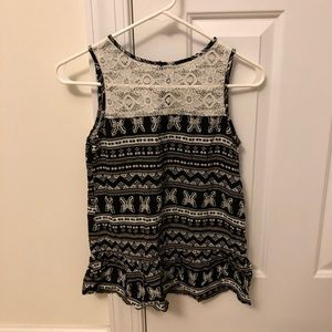 Crazy8 black and white Tank top.           (K38)